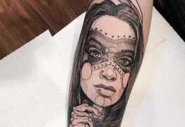 HOMENAGEM: Pedro Rocha tatua rosto da namorada Nara Almeida, morta há três meses