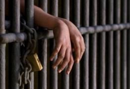 Jovens são presos suspeitos de tráfico de drogas no Valentina