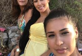 Simone e Simaria aparecem em foto rara com a mãe
