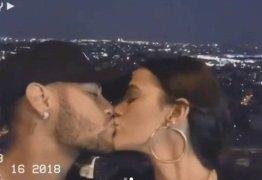 Bruna Marquezine e Neymar se beijam na Torre Eiffel e Fernanda Souza pede: 'tenham filho'