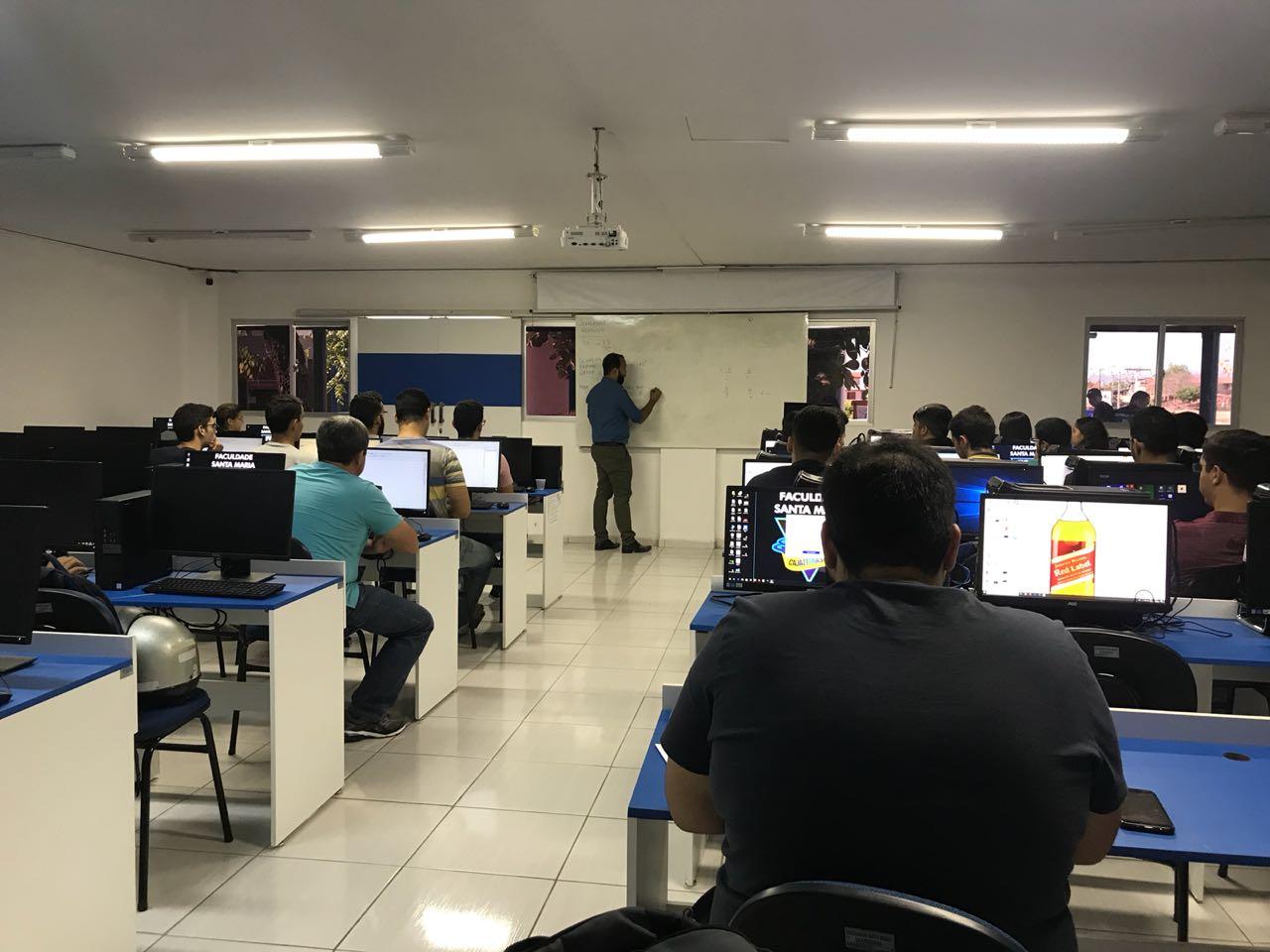Estudantes participam da primeira Semana de Integração de Engenharia Civil da FSM em Cajazeiras