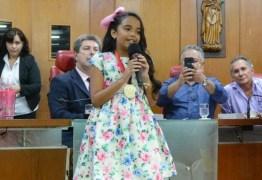 Finalista do The Voice Kids, Mariah Yohana recebe honraria na CMJP