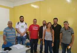 Tárcio Teixeira assina carta compromisso com técnicos administrativos da UEPB