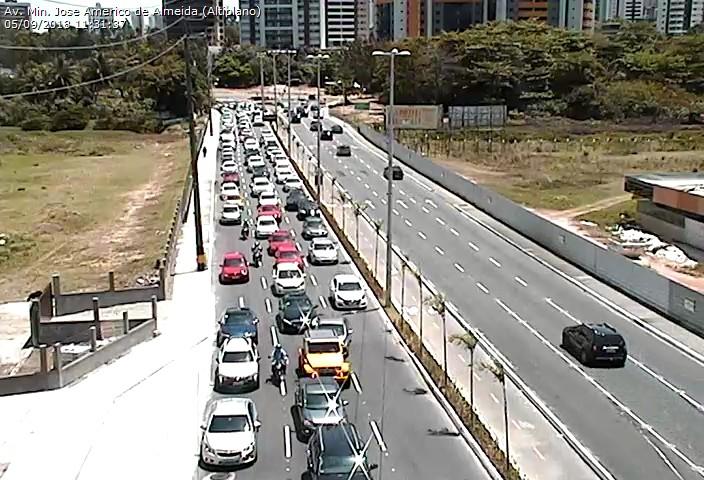 71caea73 7ef9 41fd aaa5 1bebc47d1e28 - Bloqueio na Av. Beira Rio deixa trânsito lento no acesso ao Altiplano