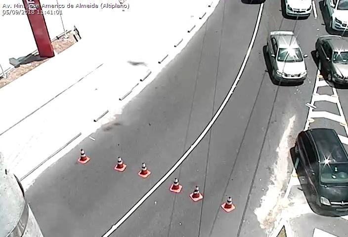 8d7a83a3 3278 4619 b0c6 725499ba6f3a - Bloqueio na Av. Beira Rio deixa trânsito lento no acesso ao Altiplano