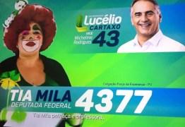 """""""Palhaça e professora"""": Candidata apela por voto fantasiada no guia eleitoral da PB"""
