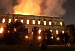 PF já sabe onde começou fogo no museu; ação criminosa não é descartada
