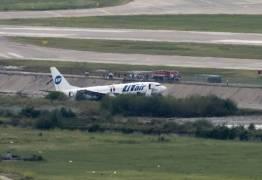 Avião pega fogo durante o pouso e 18 passageiros ficam feridos