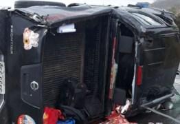 Carro do Dep. Anísio Maia capota e parlamentar é levado para hospital, em CG – VEJA FOTOS