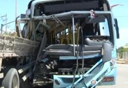 Mãe 'joga' bebê para passageiro antes de colisão e salva filha: VEJA VÍDEO