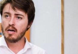 OUÇA – Candidato que propôs 'tanque de guerra' explica afirmação: 'Garante a democracia'