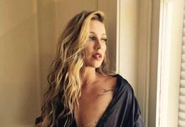 Luana Piovani causa polêmica ao surgir nua e algemada clicada pelo marido