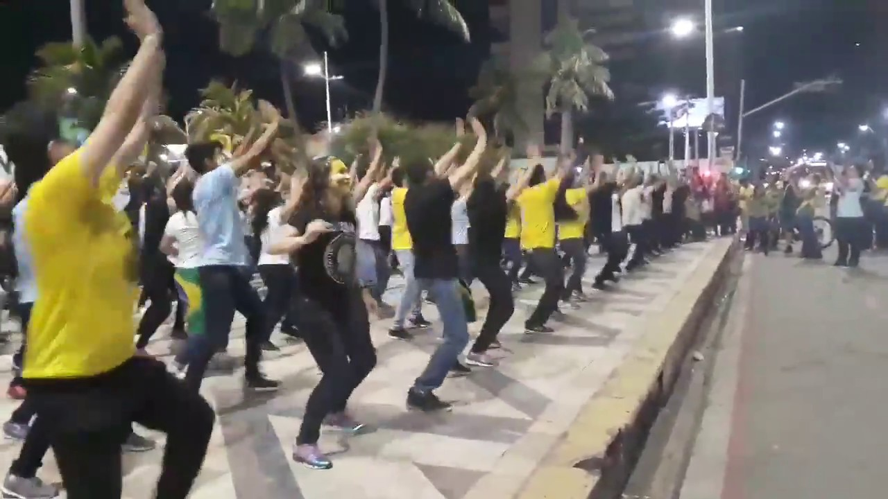 Grupo da 'Dancinha do Impeachment' está de volta e pede apoio para Bolsonaro – VEJA VÍDEO!