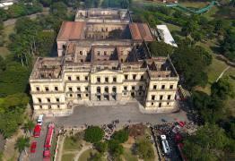 Defesa Civil vê risco de desabamento interno e mantém Museu Nacional interditado