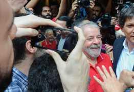 'É hora de bater de porta em porta', escreve Lula em bilhete, veja