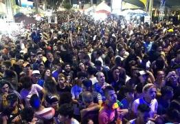 Domingo de festa: 17ª edição da Parada LGBT+ atrai milhares de pessoas à orla de João Pessoa