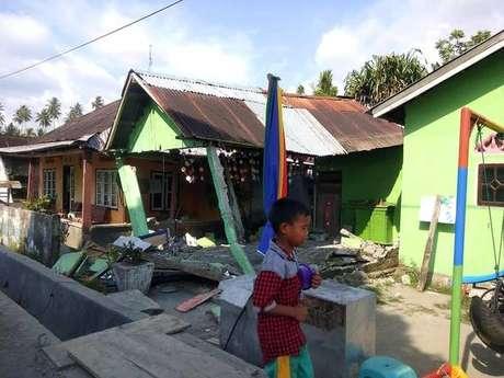 terremoto indonésia - Terremoto de 7.5 na escala Richter causa tsunami na Indonésia - Veja Vídeos