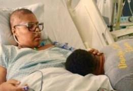 Filha de Deyse , do Fat Family, raspa cabeça para apoiar no combate ao câncer