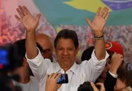 Haddad chora em reunião com petistas e diz que queria vencer por Lula