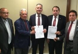 Aguinaldo recepciona prefeitos e firma compromisso de trabalhar por recursos para a Saúde e a Infraestrutura de cidades paraibanas