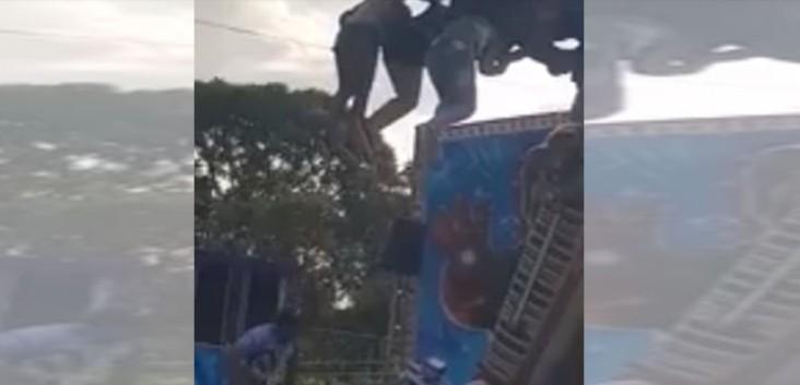 Capturar 17 - VEJA VÍDEO: Dez crianças ficam penduradas após brinquedo de parque de diversão travar