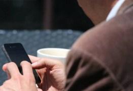 Celular impede cliente de ver assalto em bar no interior de Minas; veja o vídeo