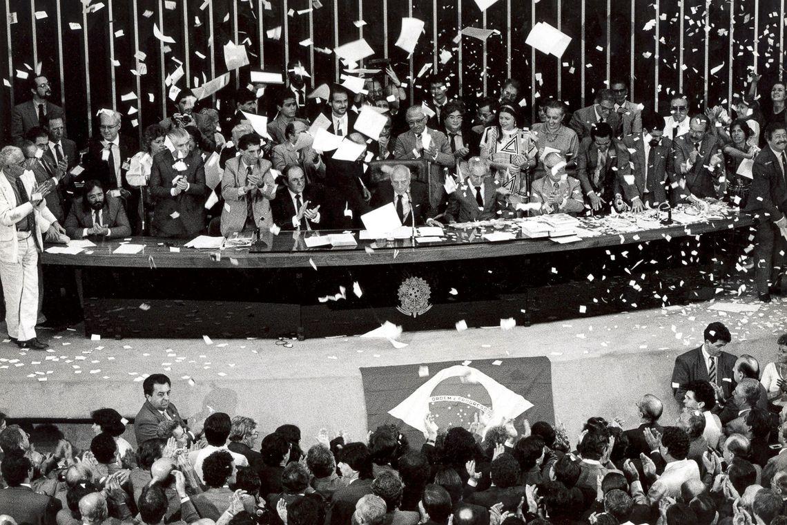 Constituição Federal - ANIVERSÁRIO DA CF: referência da história contemporânea, Constituição completa 30 anos