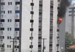 SEM VÍTIMAS: incêndio atinge dois andares de prédio na Orla de João Pessoa – VEJA VÍDEO