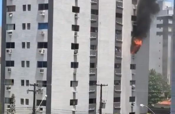 INCENDIO - SEM VÍTIMAS: incêndio atinge dois andares de prédio na Orla de João Pessoa - VEJA VÍDEO