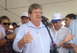 João Azevedo participa de comício de encerramento da coligação A Foiça do Trabalho em Mangabeira