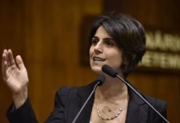 Manuela D'Ávila ironiza Flávio Bolsonaro: 'Ah, como é bom ter um papi'