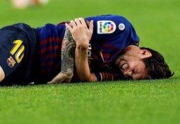 Messi sofre fratura e desfalca o Barcelona por pelo menos três semanas