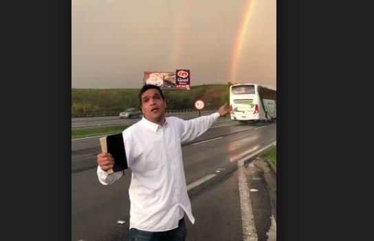 Untitled - Cabo Daciolo se emociona com arco-íris duplo à beira da estrada e viraliza nas redes sociais - VEJA VÍDEO!