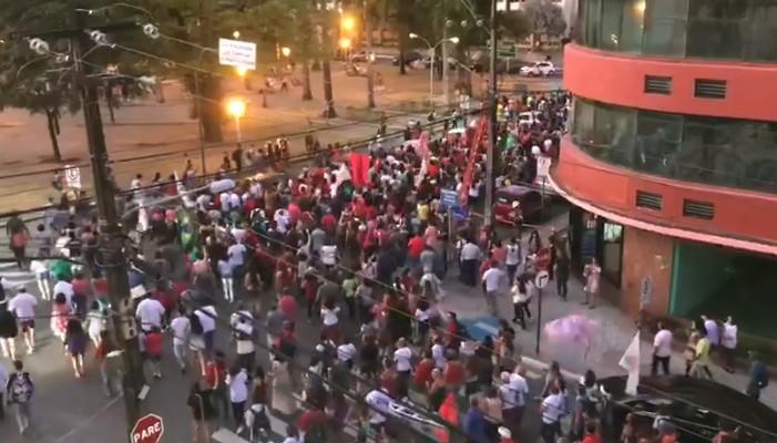Untitledli - EM JOÃO PESSOA: 'CarnaVirada' reúne centenas de foliões em mobilização pró-Haddad - VEJA VÍDEOS