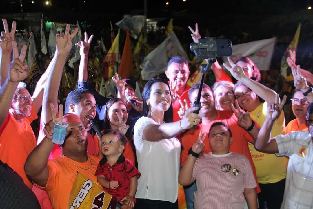 WhatsApp Image 2018 10 01 at 11.53.37 AM 1 - Rafaela Camaraense intensifica atividades de campanha e participa de comício, carreata e passeata no fim de semana