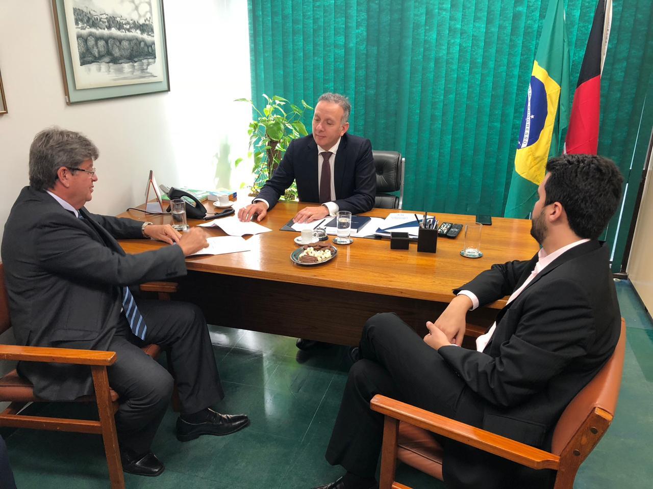 WhatsApp Image 2018 10 30 at 4.19.32 PM - TRABALHO PELA PARAÍBA: Aguinaldo Ribeiro recepciona João Azevêdo em Brasília