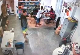 AÇÃO CRIMINOSA: Três homens armados assaltam mercadinho nesta segunda-feira: VEJA VÍDEO