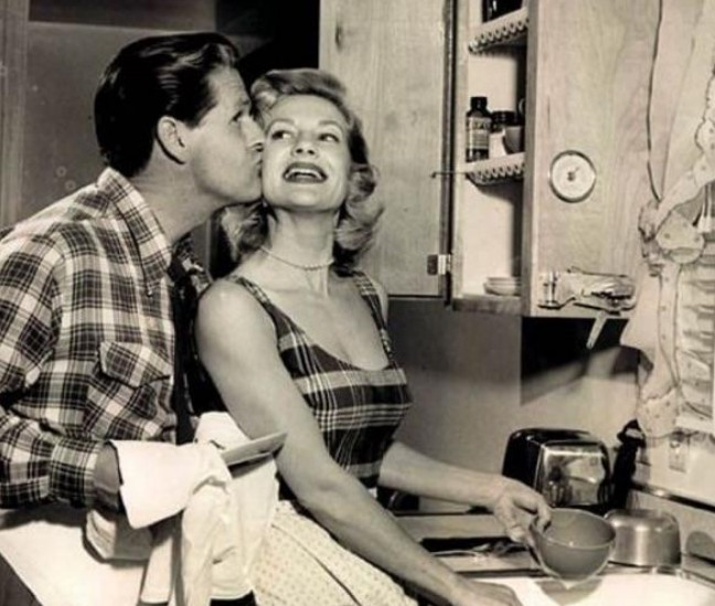 boa esposa - DIA DA DONA DE CASA: Guia da 'boa esposa' dos anos 50 traz dicas de comportamento no lar