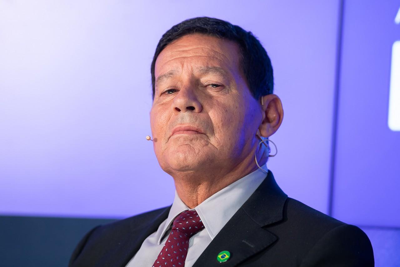 debate entre candidatos a vice presidente hamilton mourao 1 - Mourão diz que se transações de ex-assessor de Flávio Bolsonaro forem 'caixinha' seria 'burrice ao cubo'