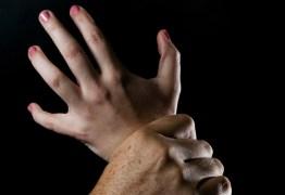 Homem armado com facão estupra 3 mulheres