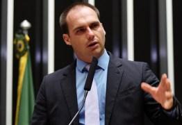 Eduardo Bolsonaro é intimado pelo STF para explicar denúncia de ameaça a jornalista