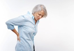 Ortopedista explica como é possível diagnosticar a osteoporose e apresenta meios para combater a doença