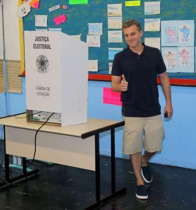 luciano huck votando - 'Nunca foi projeto pessoal', afirma Luciano Huck ao explicar motivo de ter desistido da candidatura