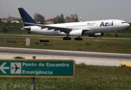 Avião muda rota após ser atingido por raio: 'Vimos fogo e faíscas'
