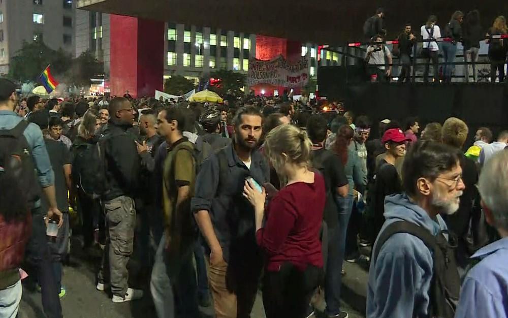 paulista protesto - Movimentos sociais bloqueiam trecho da Av. Paulista em ato contra Bolsonaro