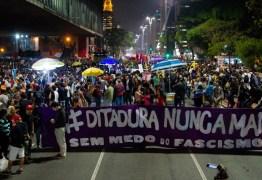 Movimentos sociais bloqueiam trecho da Av. Paulista em ato contra Bolsonaro