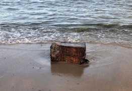 Pacotes sem indicação de origem são encontrados no litoral da Paraíba