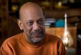 Autor de Cidade de Deus, Paulo Lins fala sobre a representação das favelas na literatura brasileira em entrevista inédita no SescTV