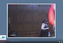 Vídeo flagra filha suspeita de matar a mãe no quarto no dia do crime: ASSISTA