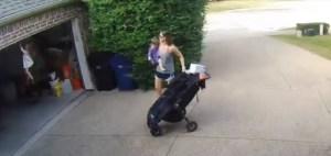 1542384325061 300x142 - VEJA VÍDEO: Mãe dá as costas para filha e menina se pendura em portão elétrico